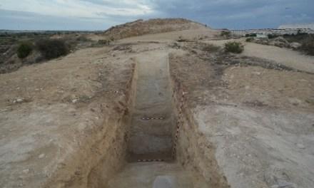 Arqueólogos de la Universidad de Alicante y del Museo Arqueológico de Guardamar del Segura localizan el foso defensivo del yacimiento fenicio Cabezo Pequeño del Estaño