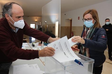 Amparo Navarro gana las elecciones en la Universidad de Alicante y se convierte en la primera rectora de la institución académica