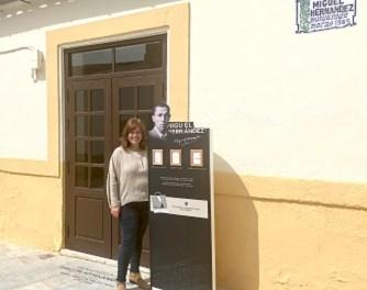 Tòtems expenedors de poesia a Oriola