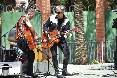 Gran éxito de acogida del espectáculo '¡El Rock and Roll también es cosa de niños y de padres!' celebrado en la Rotonda del Parque Municipal de Elche