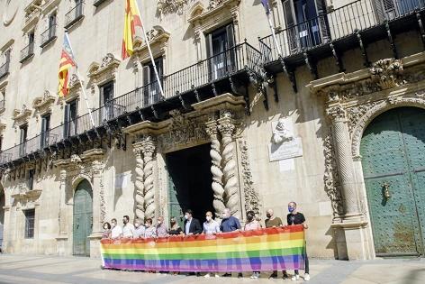 Alacant se suma a la celebració del Dia Internacional de l'Orgull LGTBI