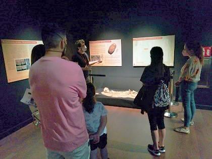 """El Museo Dámaso Navarro de Petrer organiza varias actividades en torno a la exposición """"Cuidar, curar, morir. La enfermedad leída en los huesos"""" para este fin de semana"""