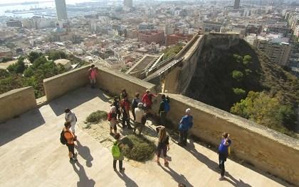 L'Ajuntament d'Alacant promou senderes urbanes al juliol pel Benacantil i La Ereta per la muralla medieval