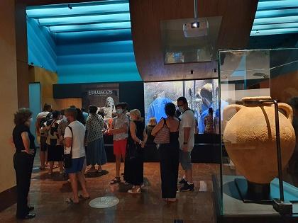 Más de 2.500 personas dan la bienvenida a la exposición Etruscos durante los primeros tres días de exhibición