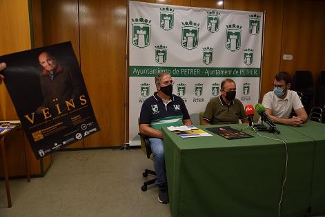 """Vicent Olmos presenta su libro de retratos """"Veïns"""""""
