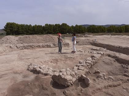 Las excavaciones arqueológicas del yacimiento romano de Casas del Campo en Villena recuperan cientos de objetos en el interior de una fosa