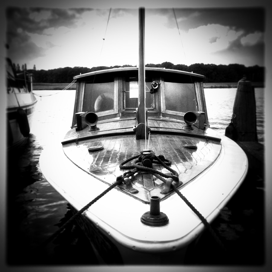 Pinhole_boat
