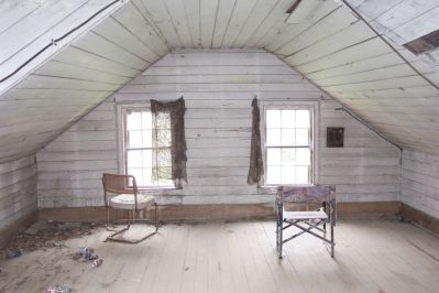 attic-history-books-bedroom-before