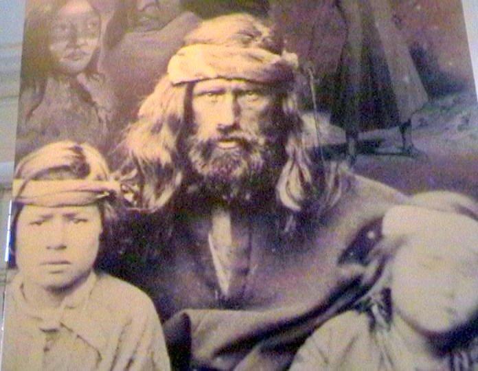 Colonizador branco com os filhos indios