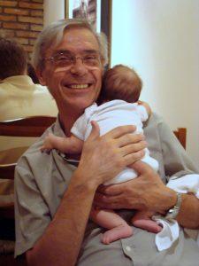 abuelo bebe