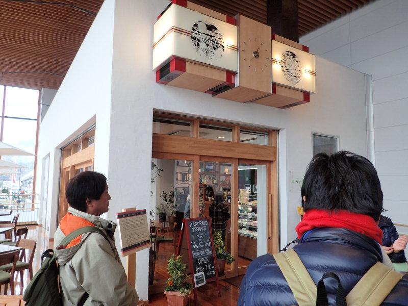 北陸新幹線の飯山駅にある待合室兼カフェ・パノラマテラス。