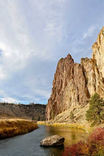 Smith Rock Oregon - birthplace of sport climbing in the US, but also offers great hikes with scenic views. See the ultimate guide to the park here // localadventurer.com
