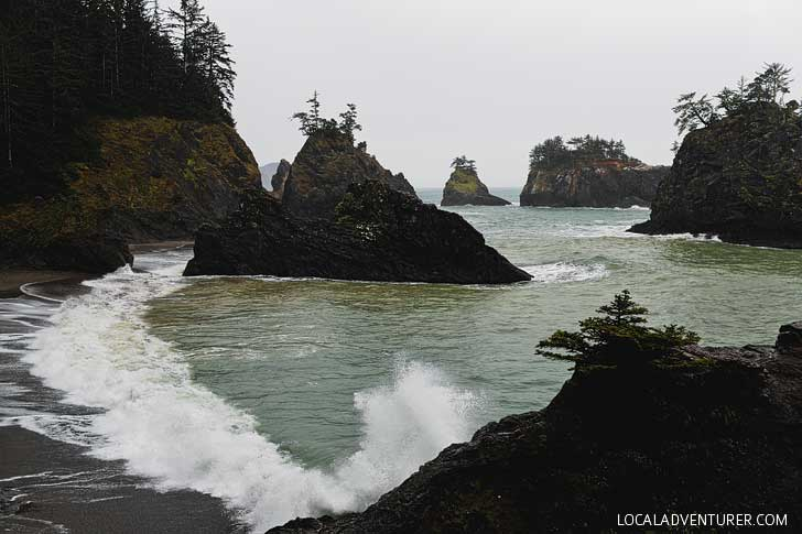 Secret Beach Hike + The Ultimate Guide to Samuel H Boardman State Scenic Corridor Brookings Oregon // localadventurer.com