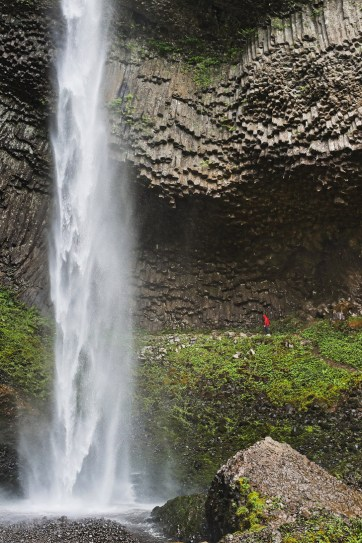Basalt Columns in Oregon at Latourell Falls + 9 Reasons Why Oregon is the Iceland of America // localadventurer.comBasalt Columns in Oregon at Latourell Falls + 9 Reasons Why Oregon is the Iceland of America // localadventurer.com
