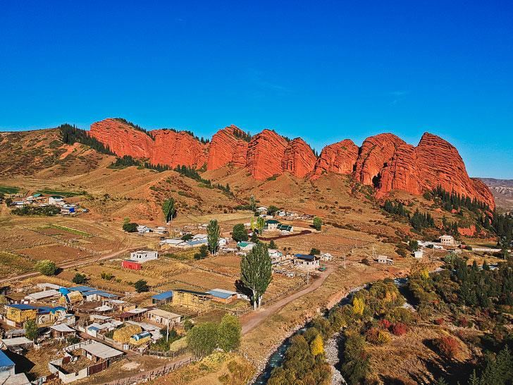 Jeti Oguz or Seven Bulls Rock Formations + 21 Unique Things to Do in Karakol Kyrgyzstan + Nearby Activities // localadventurer.com