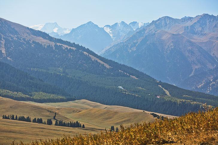 Jolgolot Viewpoint Hike - Jolgolot is a suburb of Karakol Kyrgyzstan // localadventurer.com