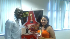 Thiago Henrique (coordenador equipe Itaú WO e Pesados - Fábrica II) e Caroline Rocha (recuperadora premiada equipe Itaú WO e Pesados - Fábrica II)