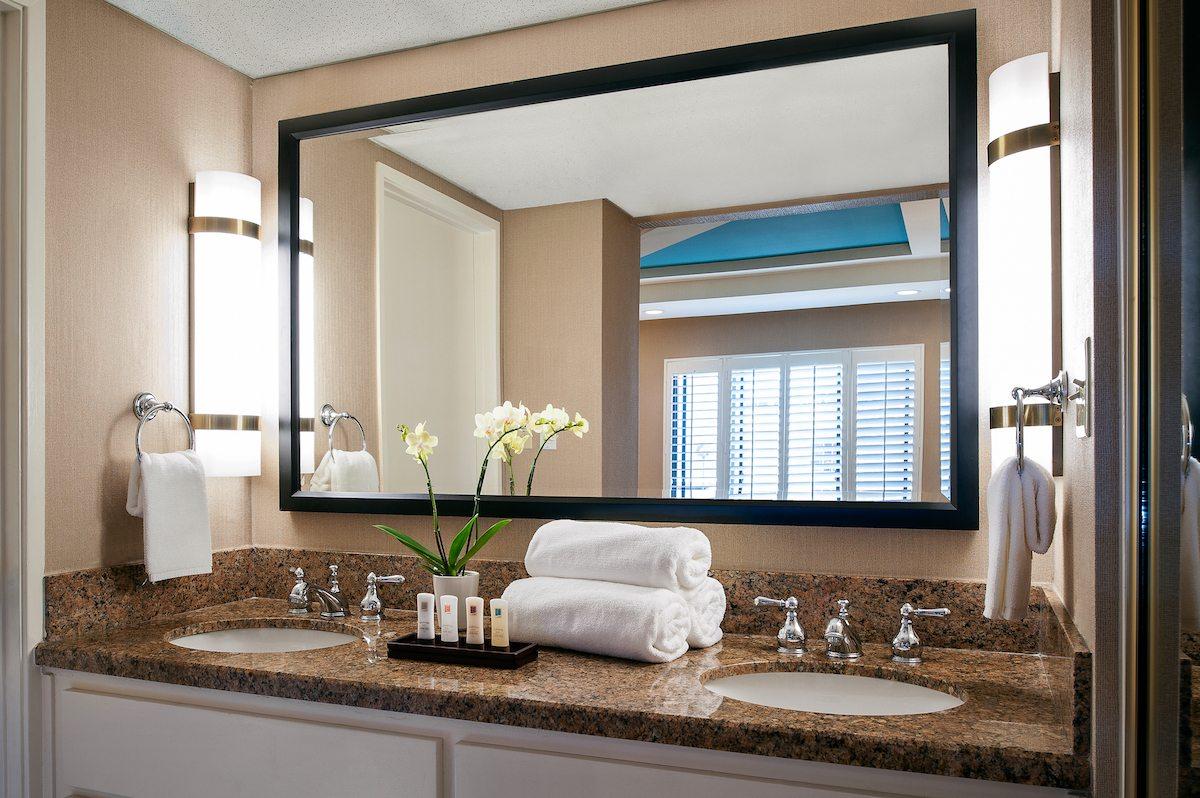 Empress-Hotel- La Jolla-CA-Superior Bathroom