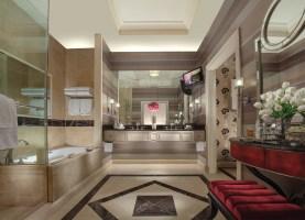 the-palazzo-luxury-suite-bathroom