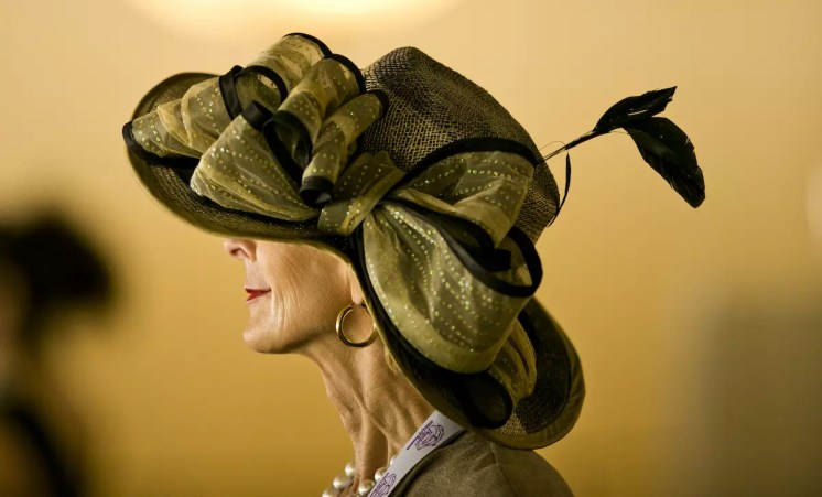 ARCADIA, CA - NOVEMBER 05: A woman wears a fancy during day two of the 2016 Breeders' Cup World Championships at Santa Anita Park on November 5, 2016 in Arcadia, California. (Photo by Doug Engle/Eclipse Sportswire/Breeders Cup)
