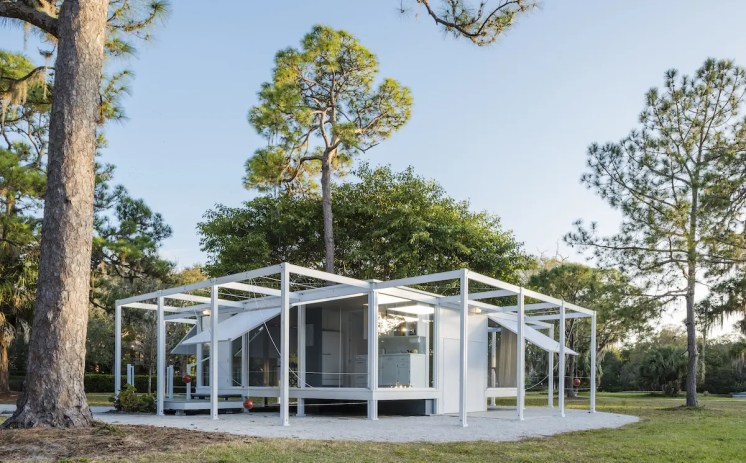 Walker Guest House Replica, Location: Sarasota FL, Architect: Paul Rudolph