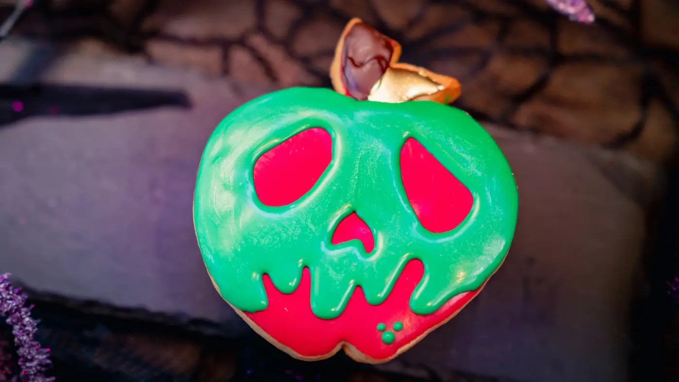 Skull-faced Cookie (Disney's Grand Californian Hotel & Spa Holiday Cart). (David Nguyen/Disneyland Resort)
