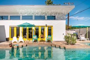 Pool Airbnb