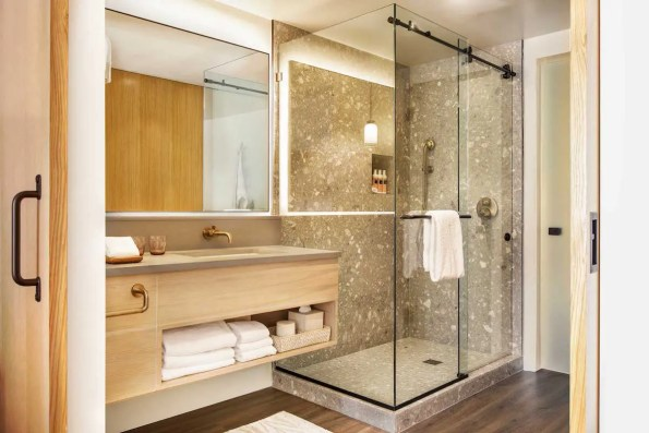 Mission-Pacific-King-Bathroom-Shower
