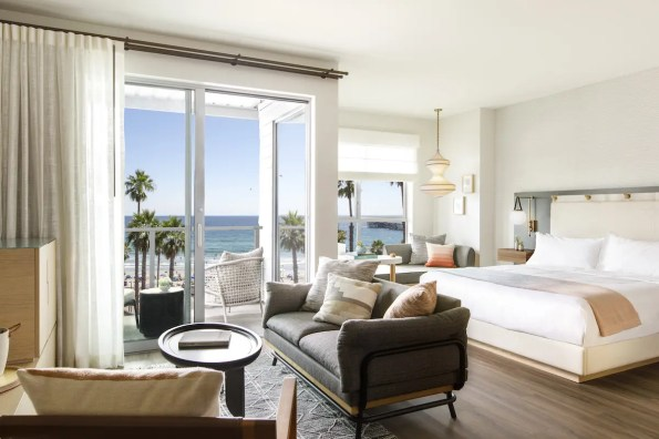 Mission-Pacific-King-Suite-View-Model