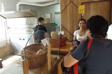 Хляб с любов при Миро и Деси
