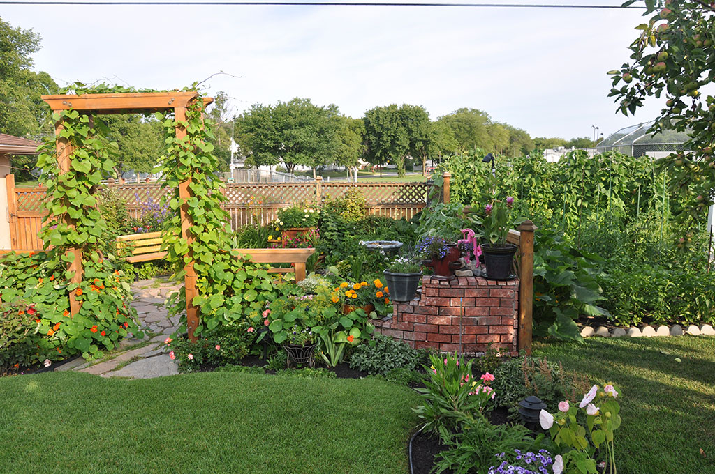 Karen and Roger Watson\'s Winnipeg jewel of a garden – Your LOCAL ...
