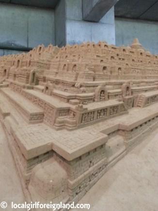 tottori-sand-museum-japan-150414