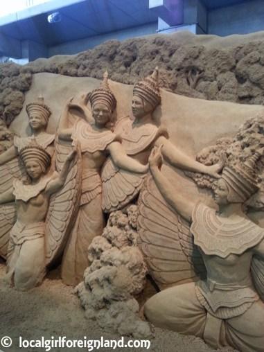 tottori-sand-museum-japan-151011