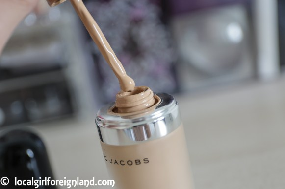 marc-jacobs-remarcable-foundation-review-comprehensive-32-beige-light-5484