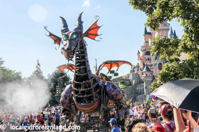 Dragon. Disney Stars on Parade. Disneyland Paris