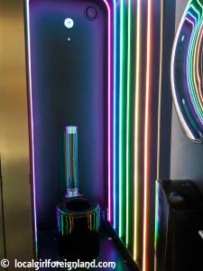 Rainbow theme toilet, La Felicità