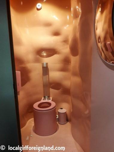 Pink themed toilets, La Felicità
