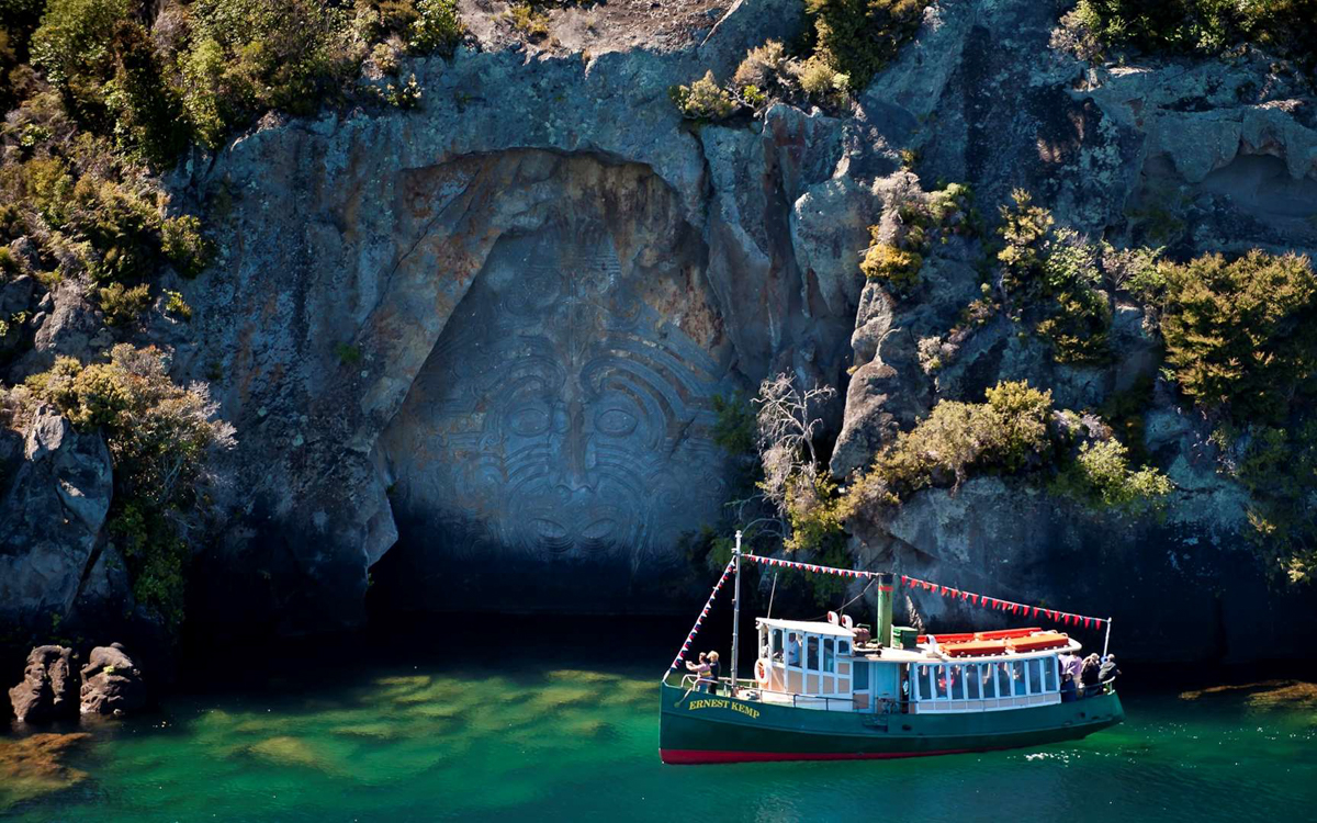 Cruise to the Rock Carving on Lake Taupo