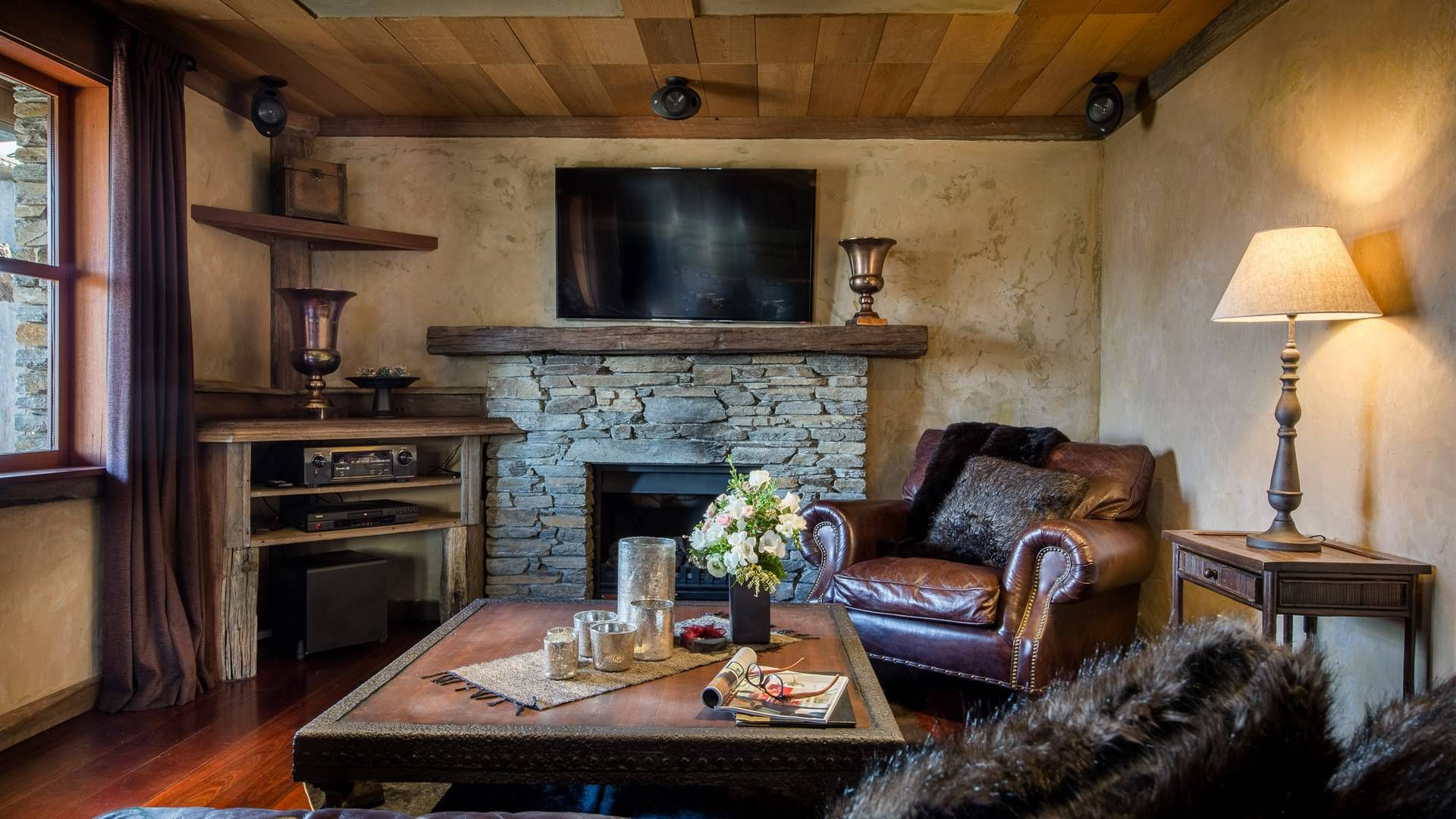 Cosy Cottage fireplace & living area
