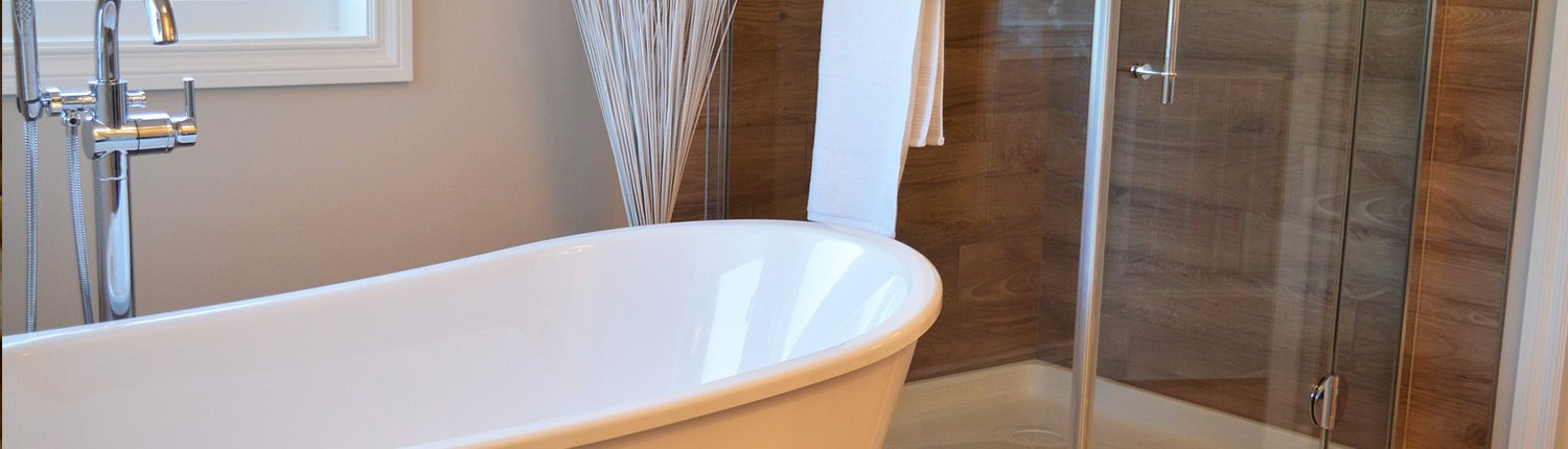 Clean Soaker Tub & Shower