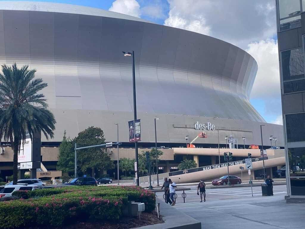 For all of your sports and entertainment needs, we're just two blocks from the mercedes benz superdome and smoothie king center. Mercedes Benz Signage Removed From Superdome Local News 8