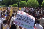 KL cabbies gather to protest Uber and GrabCar - 13