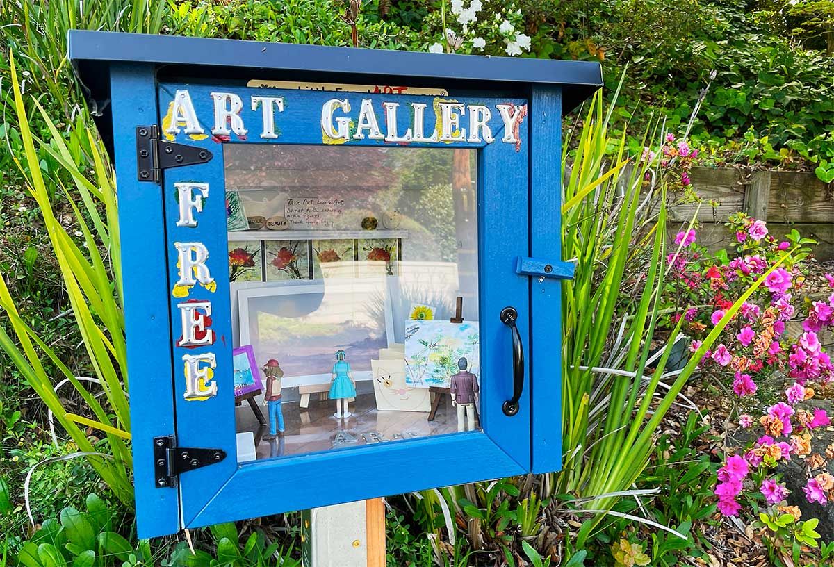 Taking their cue from little free libraries, mini art galleries popping up in Berkeley