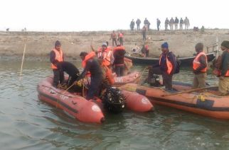 NDRF teams conducting search and rescue operations in Ganga. Picture Courtesy: ANI