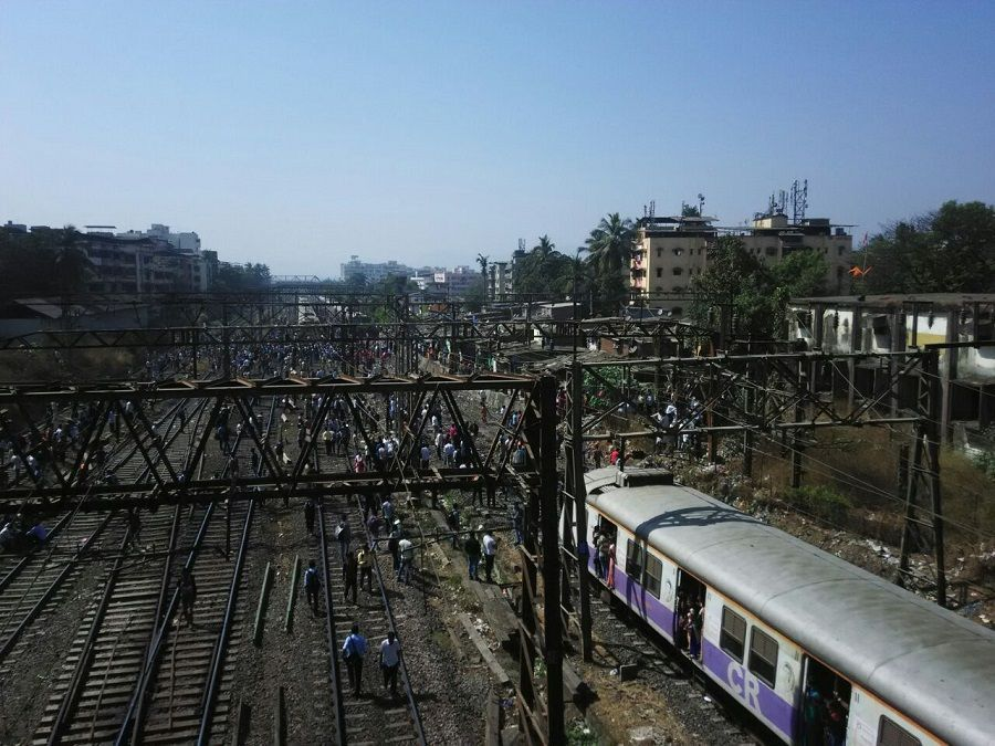 Angry locals stage rail-roko near Dombivali station, bring CR services to a halt 1