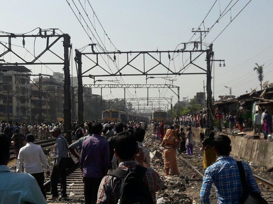Angry locals stage rail-roko near Dombivali station, bring CR services to a halt 2