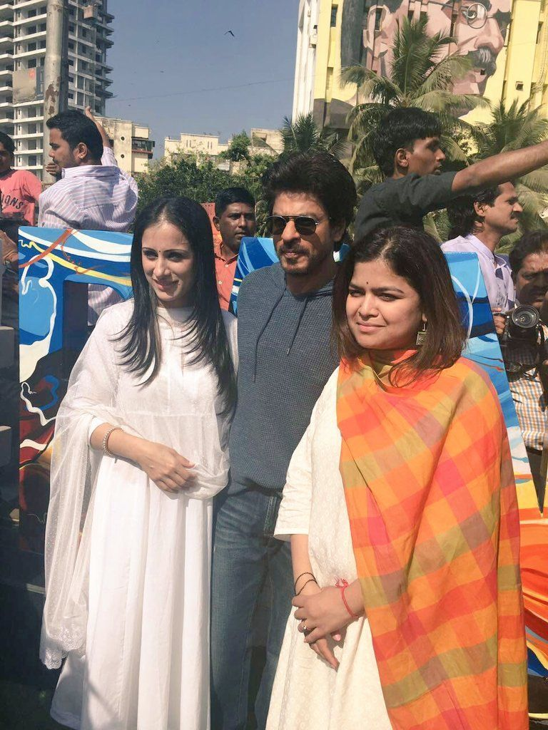 Shah Rukh, MP Poonam Mahajan inaugurate Rouble Nagi's #Bandra artwork