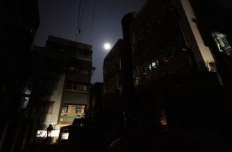 Bandra, Khar and Santacruz saw an 8-hour power cut on Monday (Representational Image. Courtesy:  Bikas Das/AP)