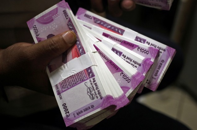 CBI arrests Mumbai Income Tax Commissioner, 5 others for accepting bribes