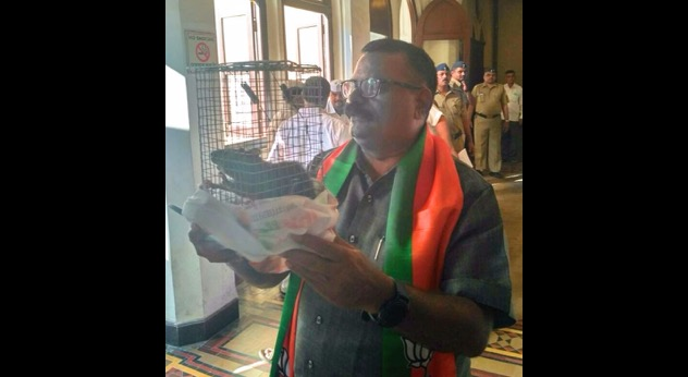 Corporator brings captured rat to BMC office to highlight rodent menace at civic hospital